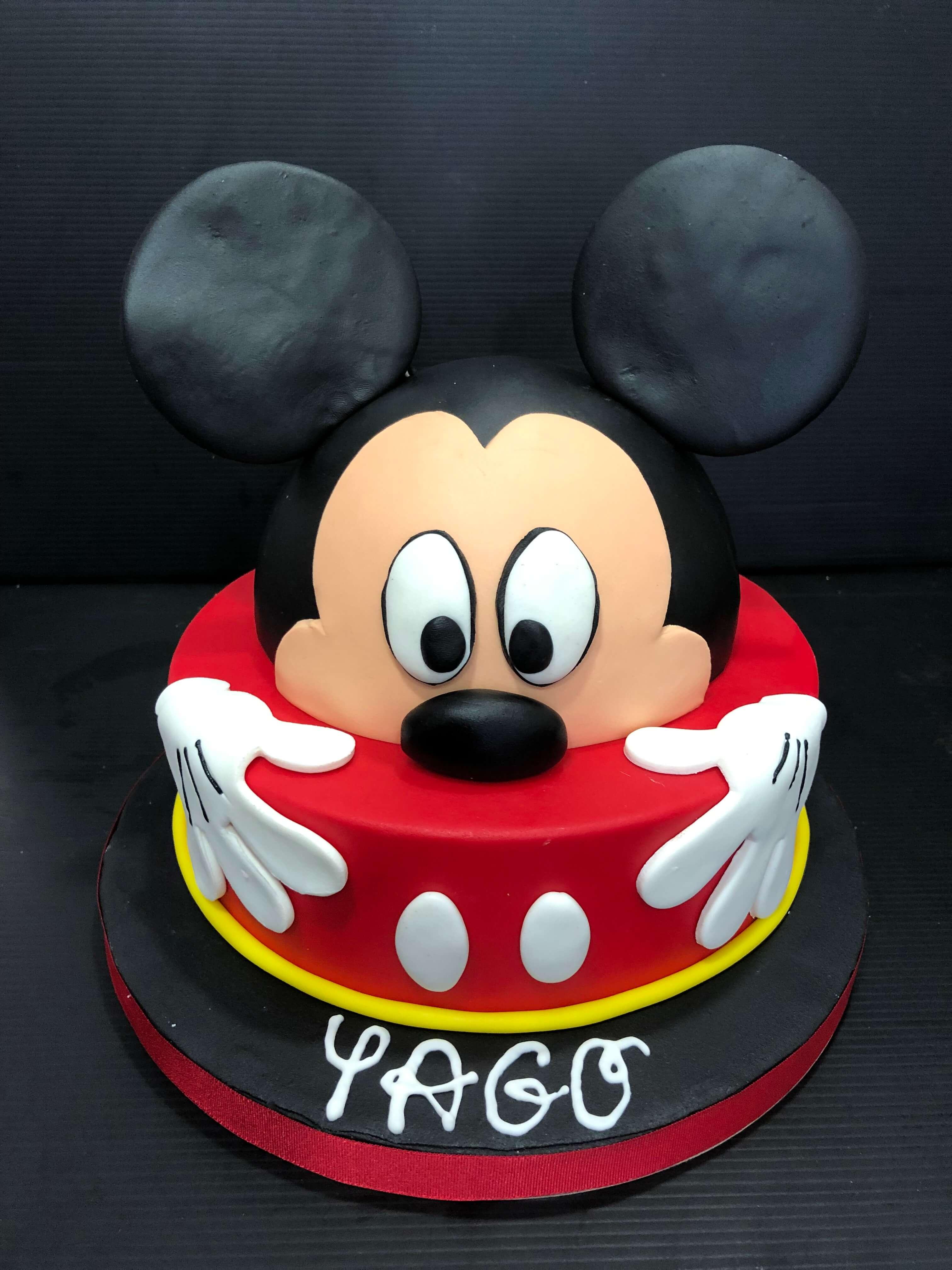 Tarta fondant Coruña Mickey personalizada