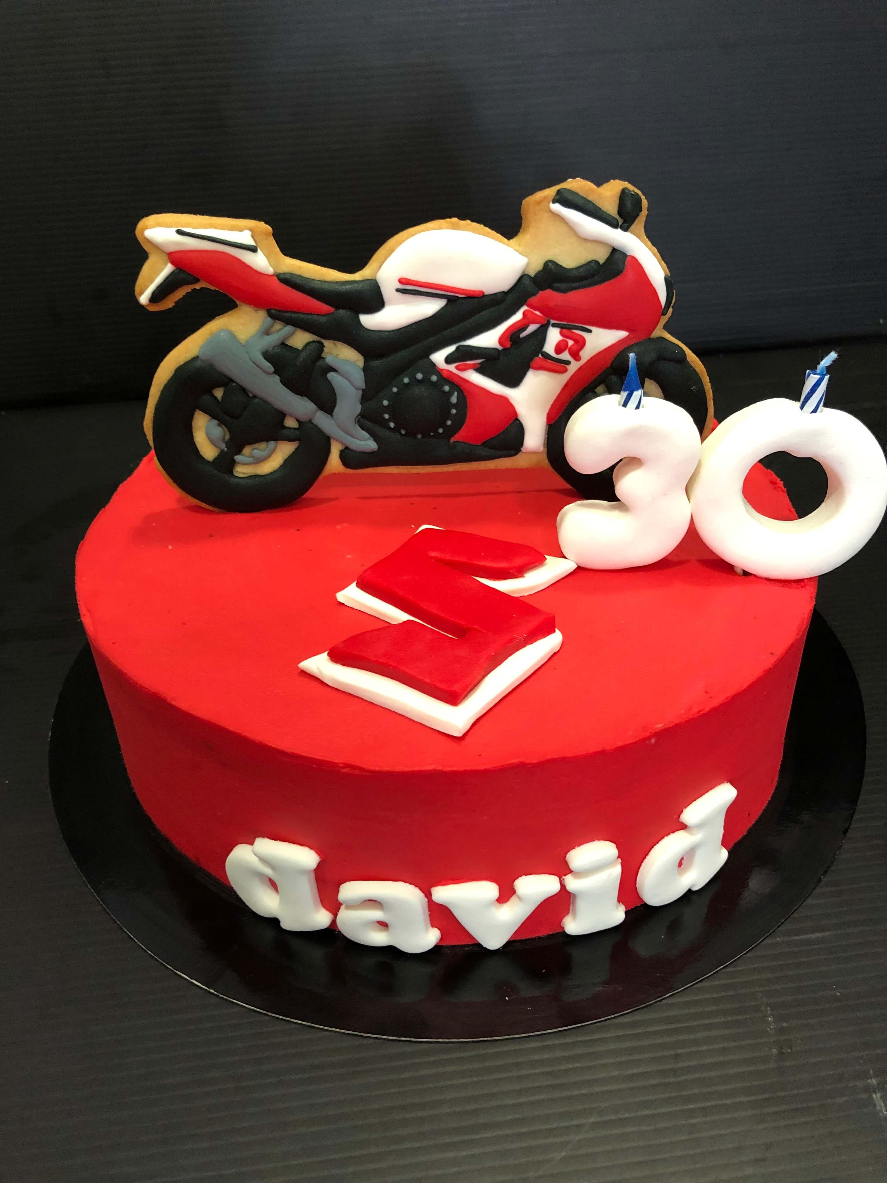 Tarta cumpleaños moto Suzuki coruña