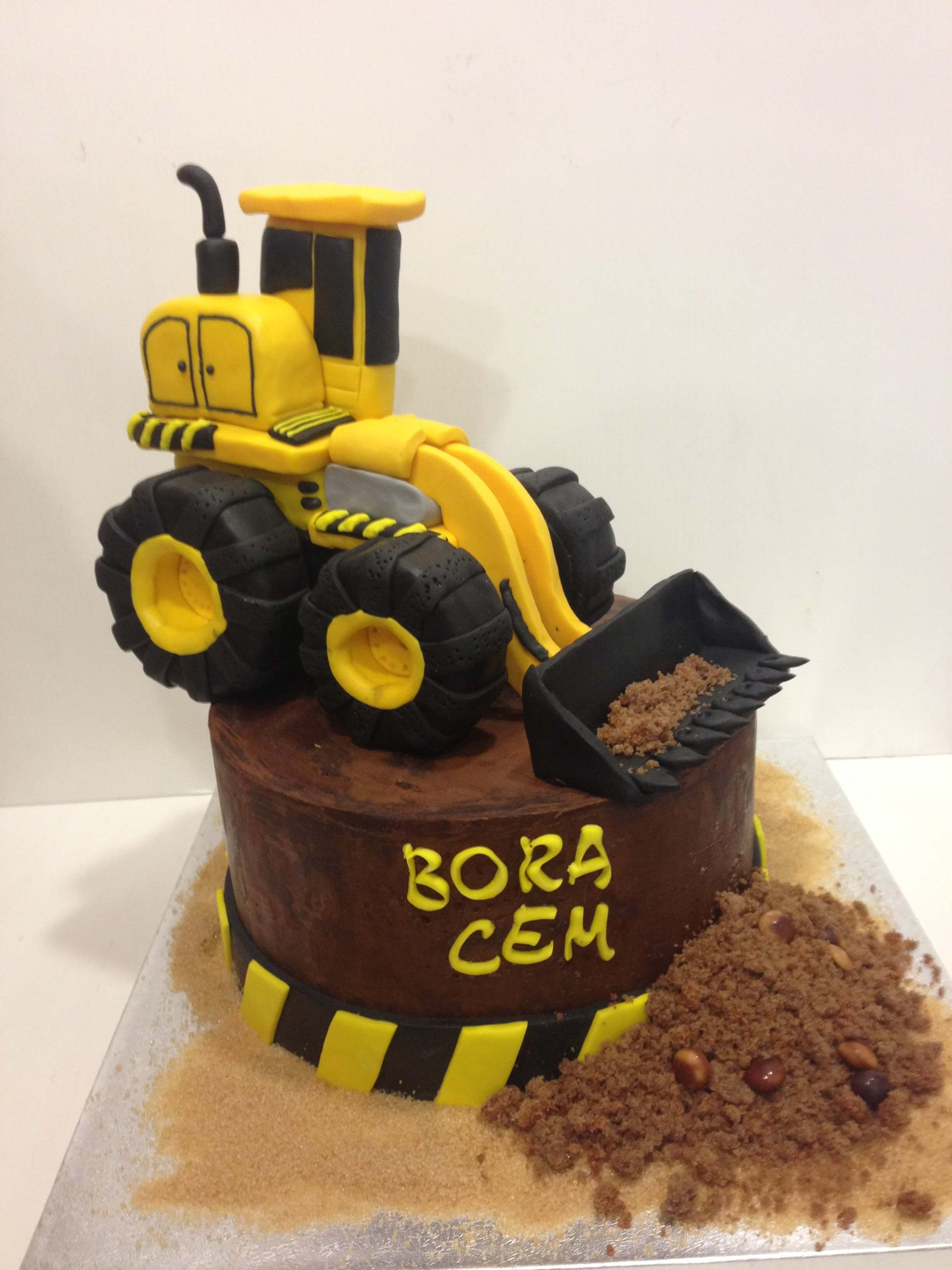 Tarta cumpleaños excavadora obras coruña personalizada fondant