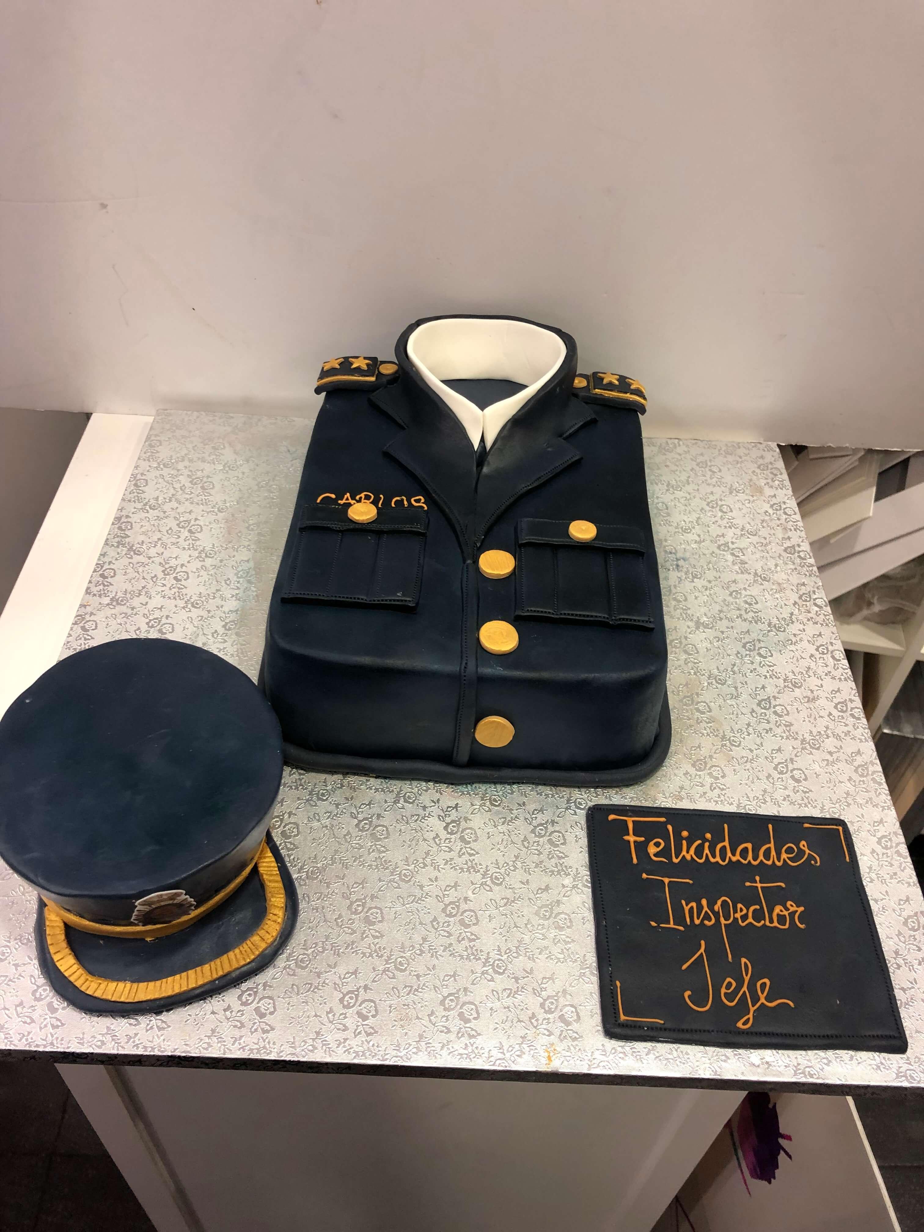Tarta Fondant Cumpleaños personalizada policía uniforme coruña