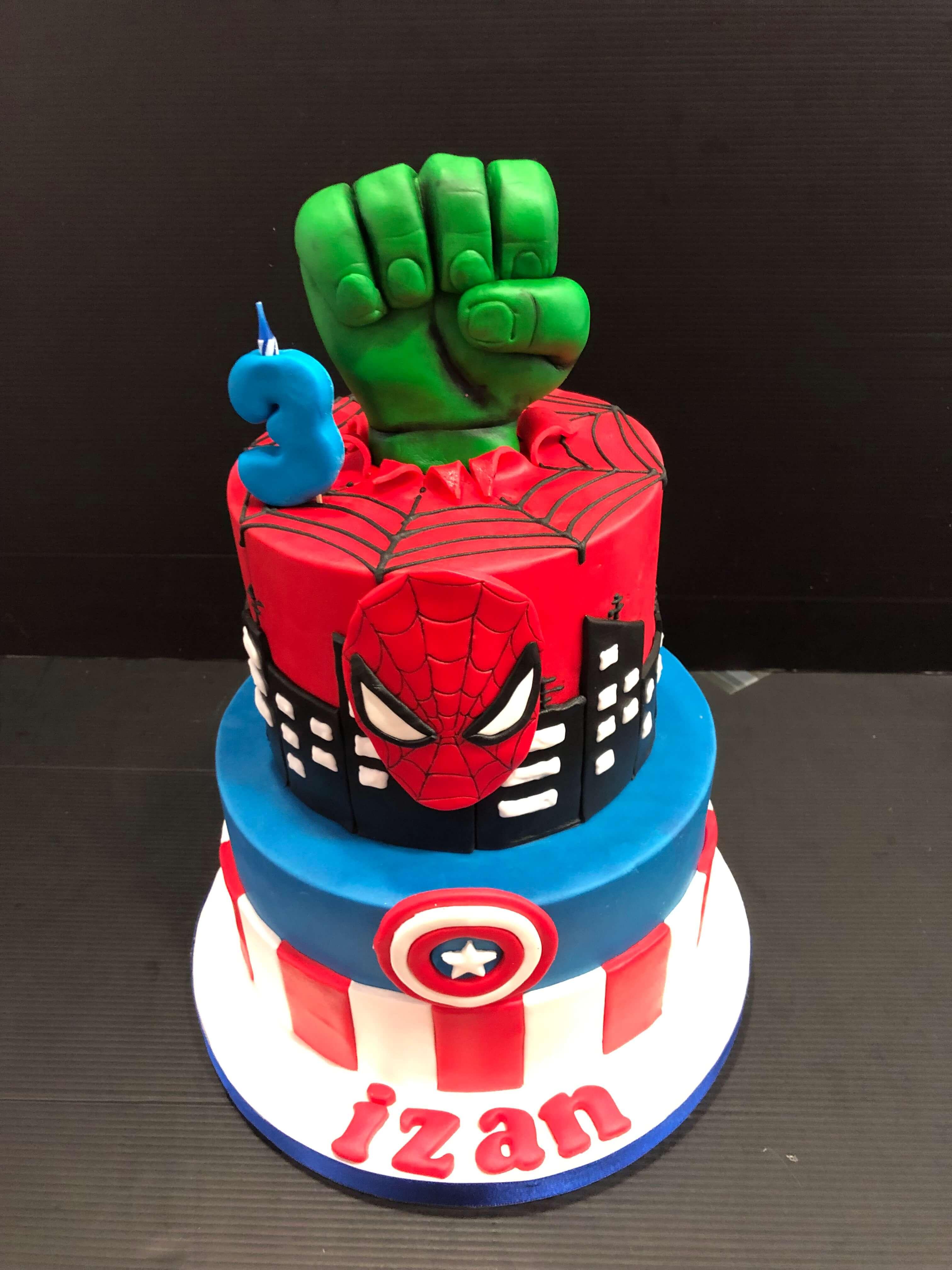 Tarta fondant super heroes spiderman hulk capitán américa