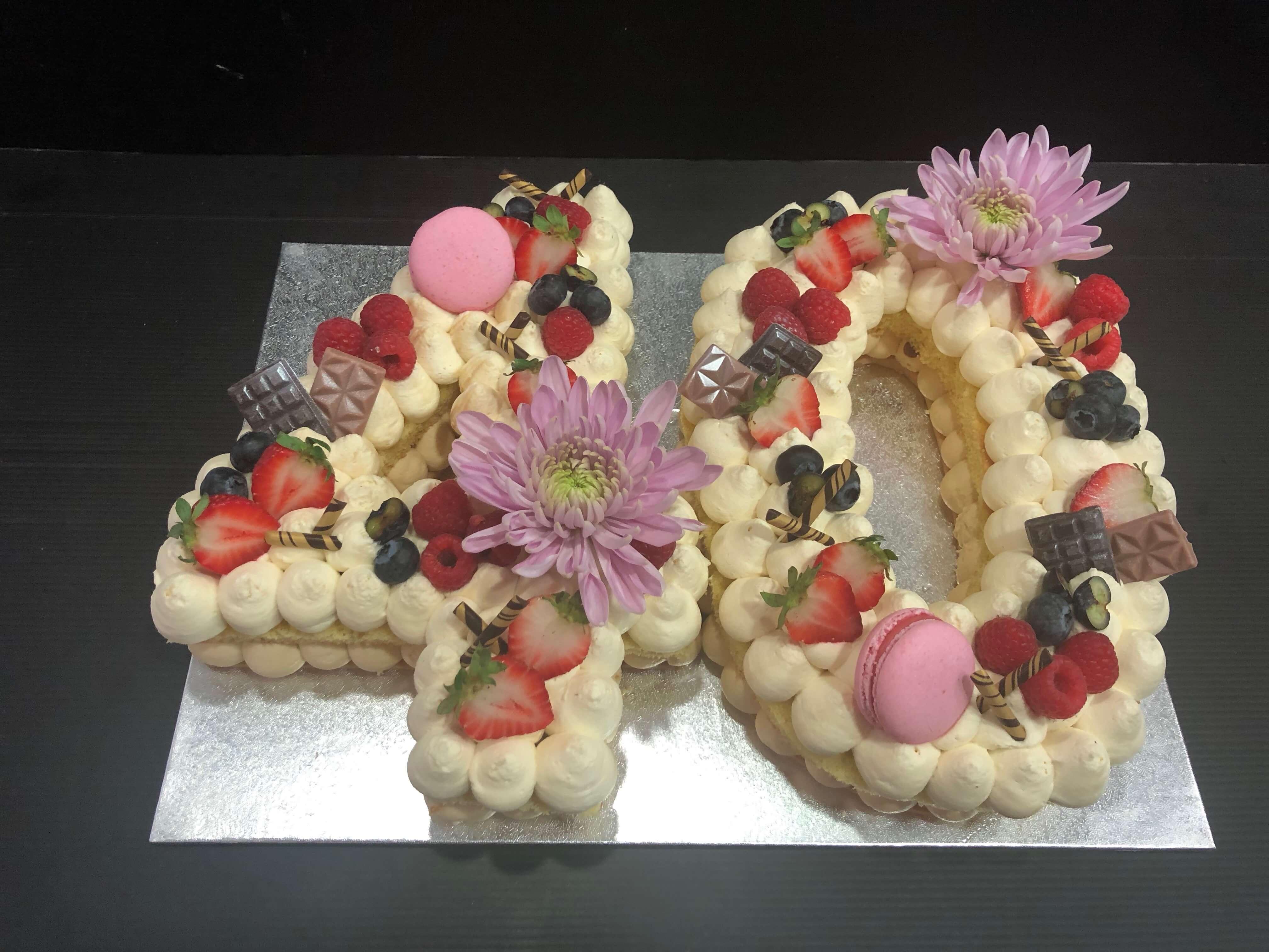 letter cake tarta Numeros o letras cumpleaños coruña personalizada  letras y flores