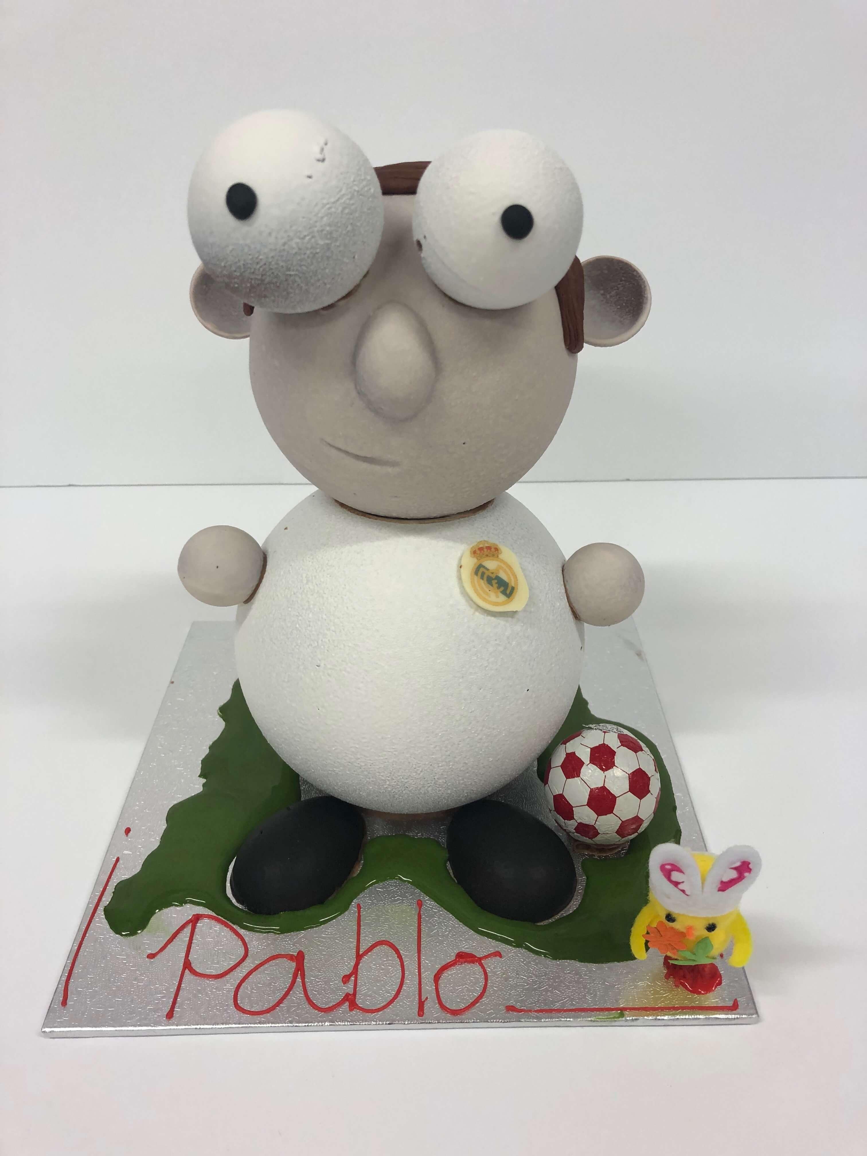 figura de pascua huevo de pascua chocolate coruña Real Madrid