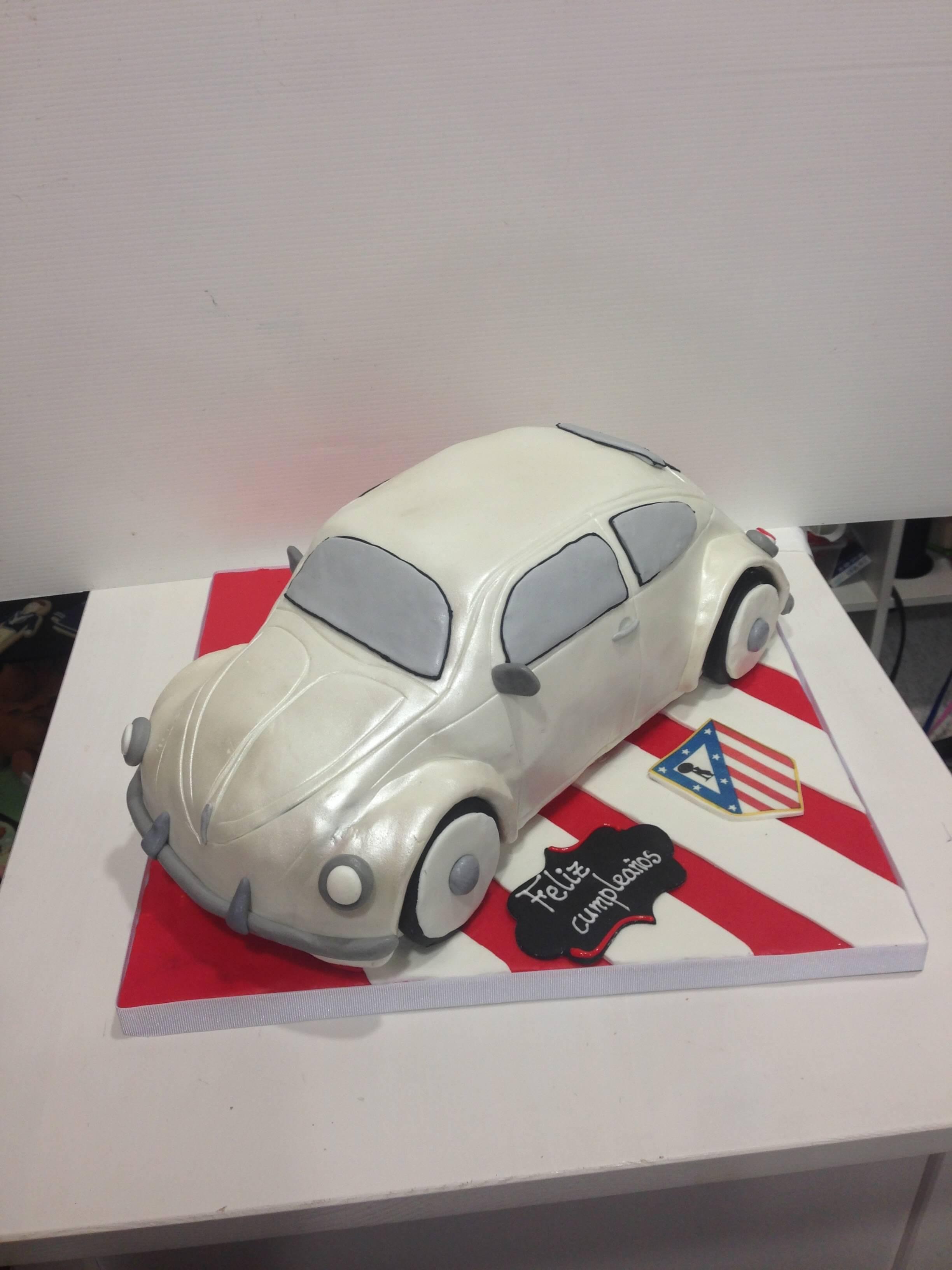 Tarta cumpleaños fondant coche escarabajo coruña