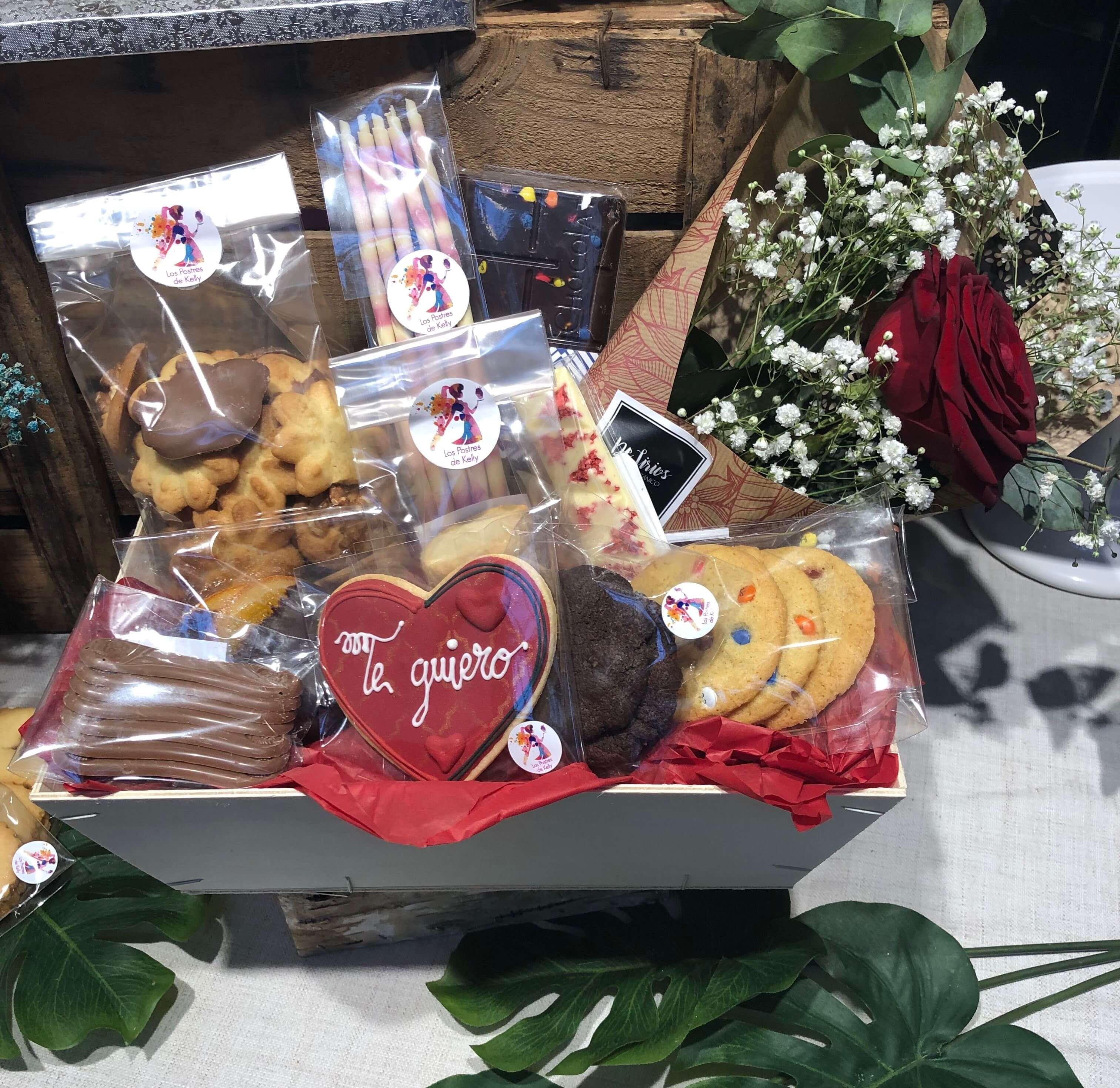 Cesta personalizada desayuno coruña cumpleaños enamorados día del padre coruña  cesta San Valentín