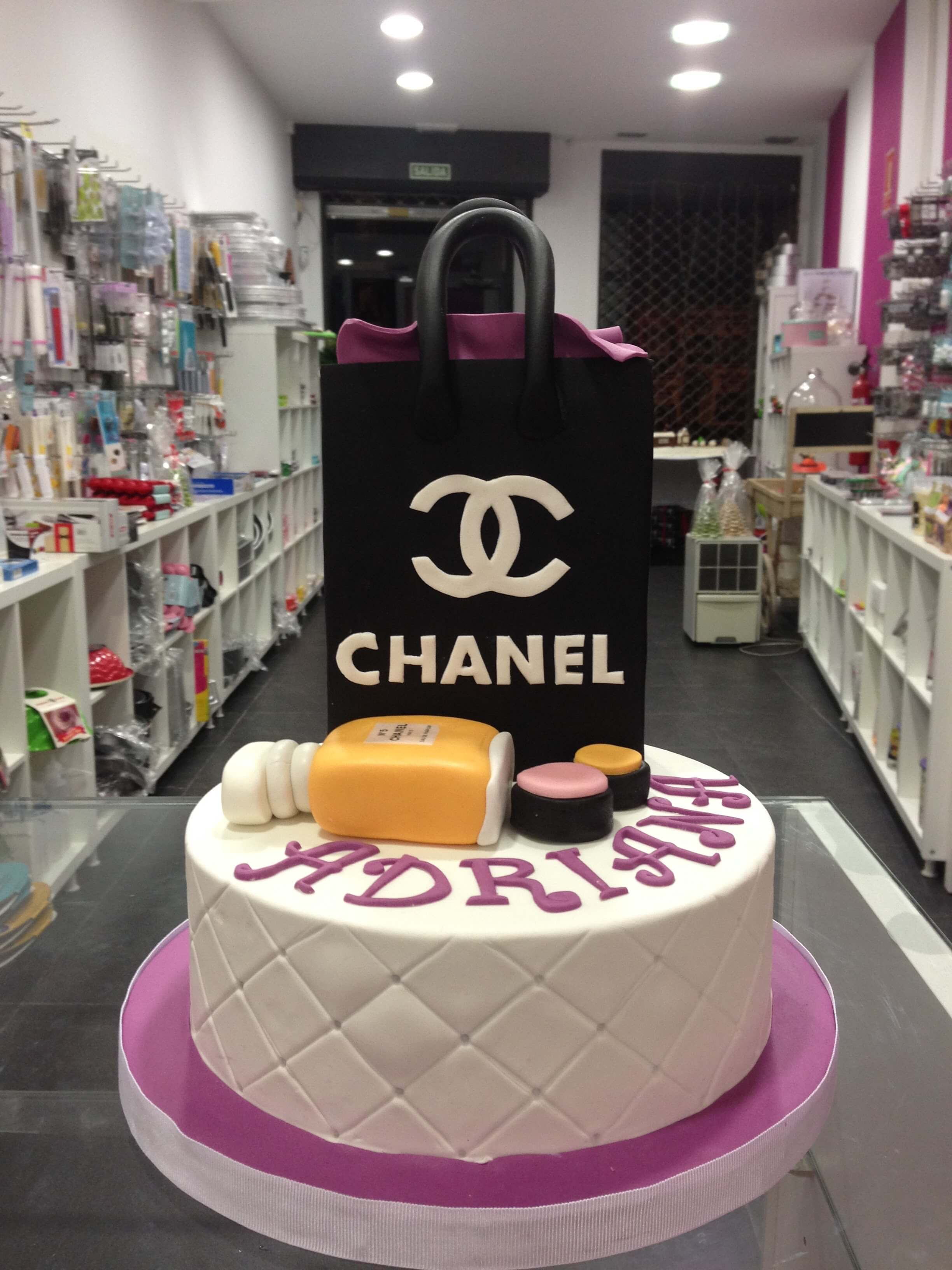 Tarta cumpleaños personalizada coruña moda cosmética maquillaje fondant