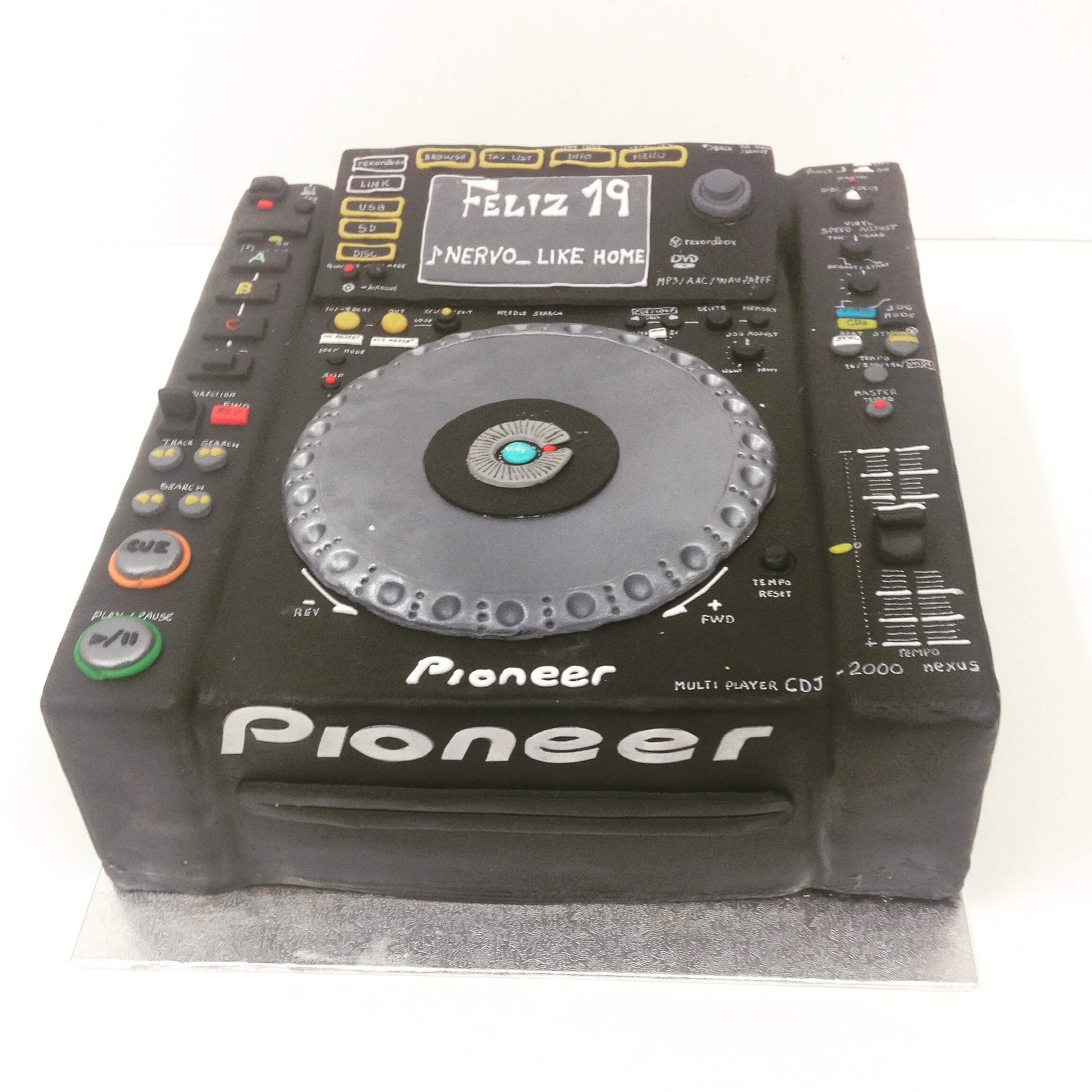 Cumpleaños tarta personalizada dj Pioneer  mesa de mezclas coruña