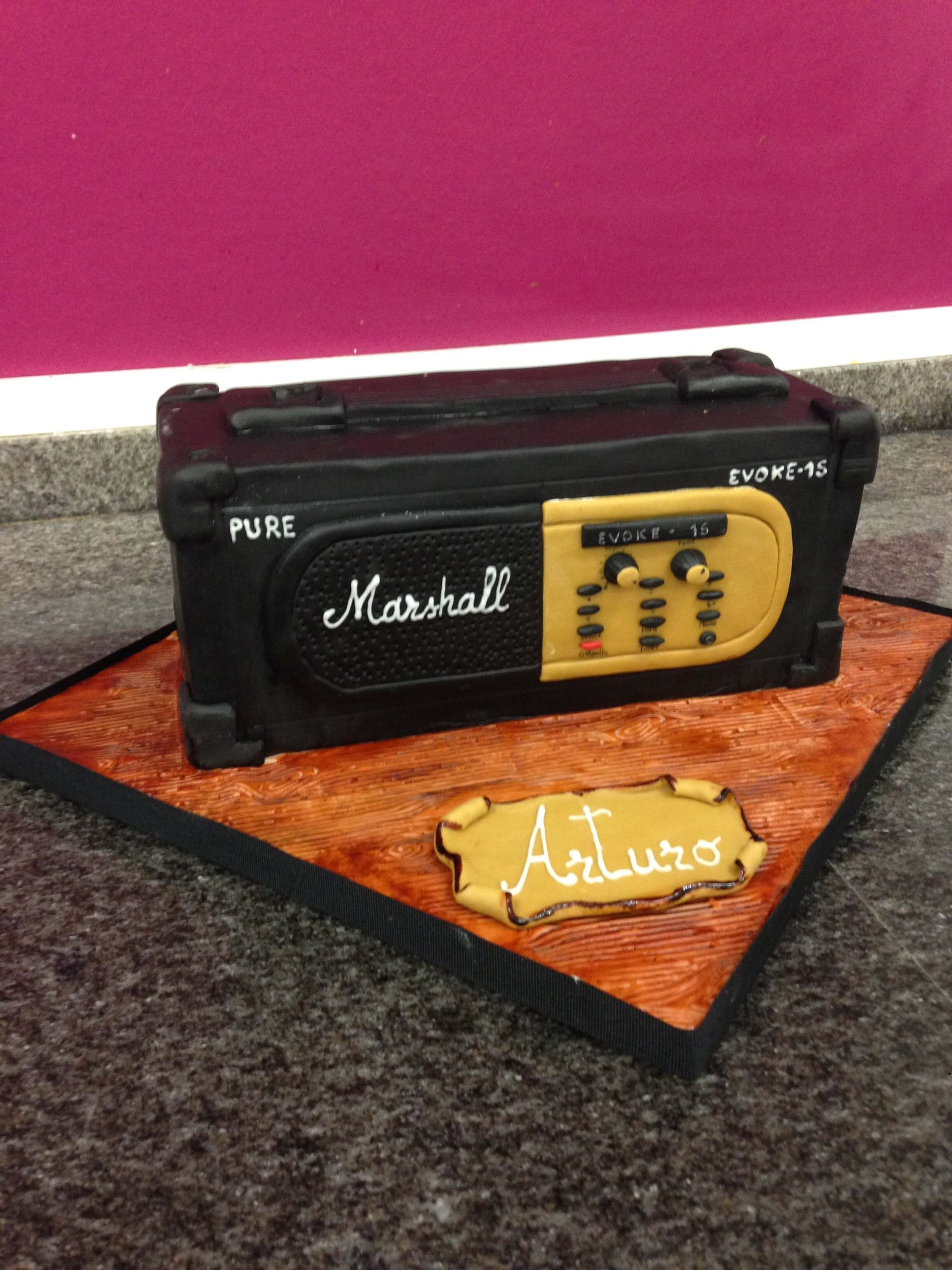 tarta cumpleaños original personalizada fondant  radio antigua Marshall coruña