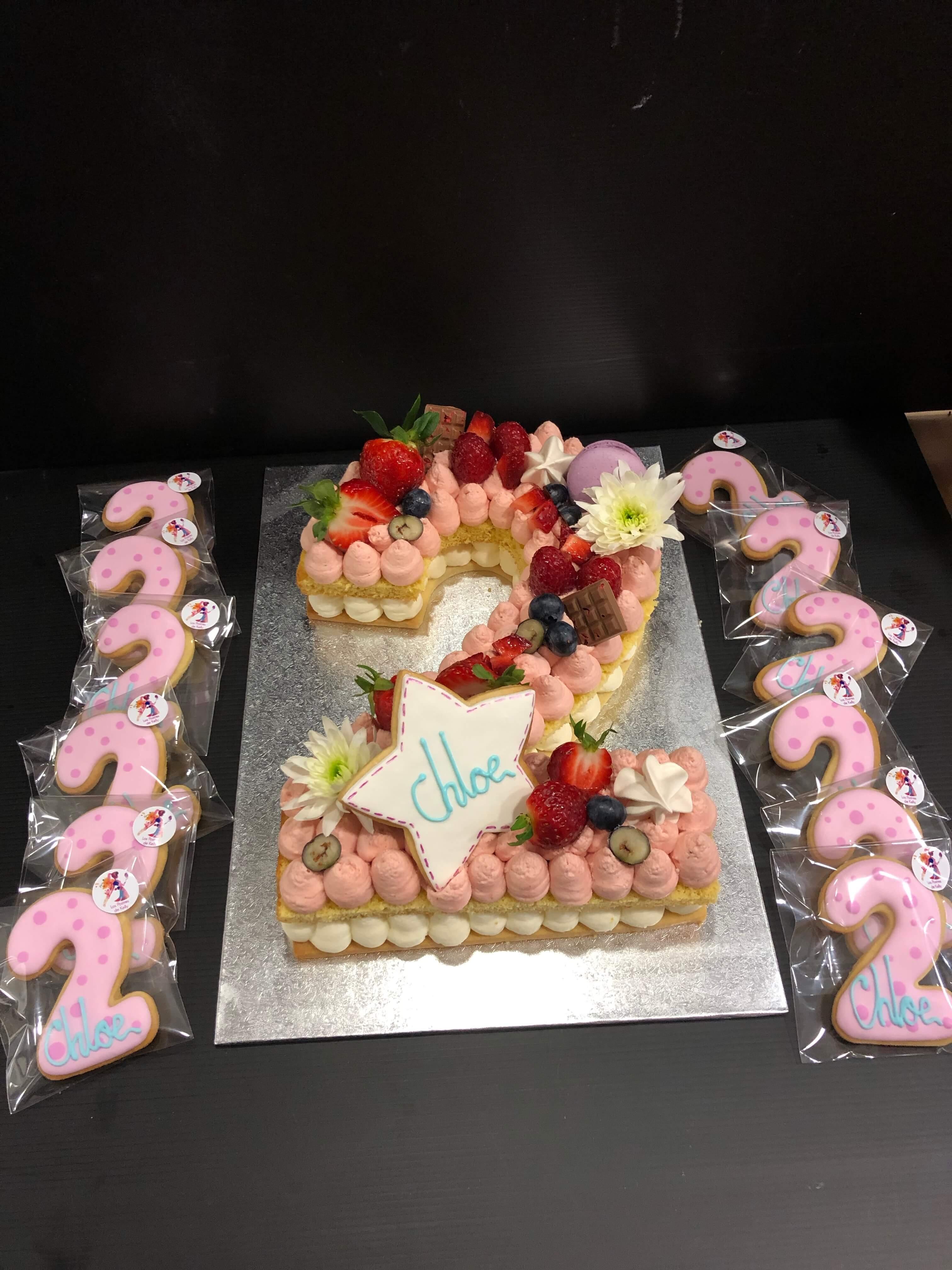 letter cake tarta Numeros o letras cumpleaños coruña personalizada  letras y flores y rica