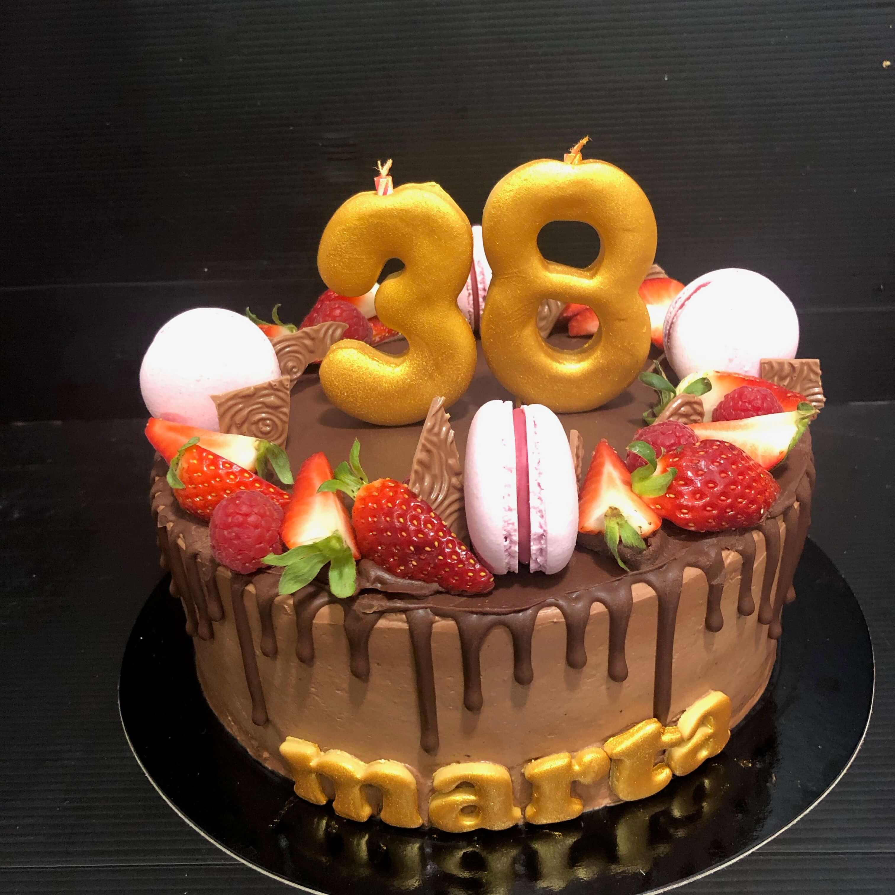 tarta drip cake cumpleaños personalizada macarons coruña