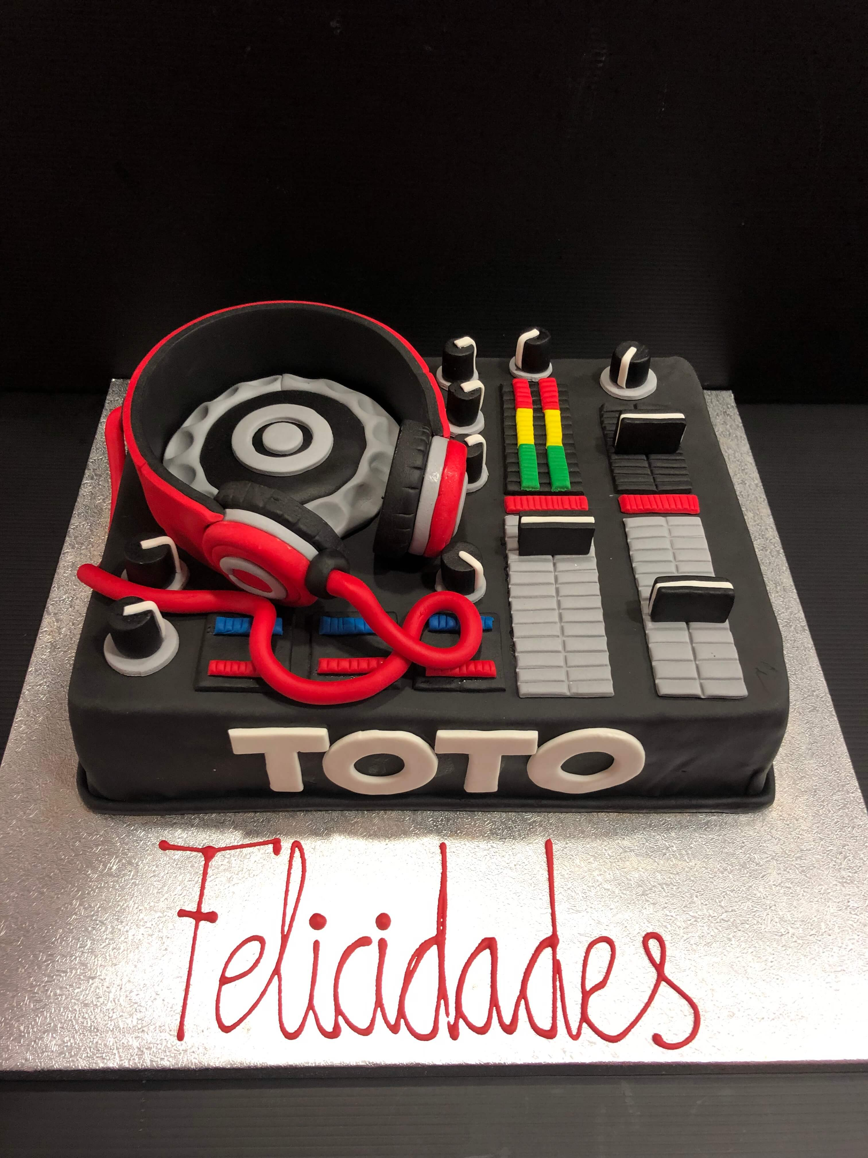 Cumpleaños tarta personalizada dj mesa de mezclas coruña