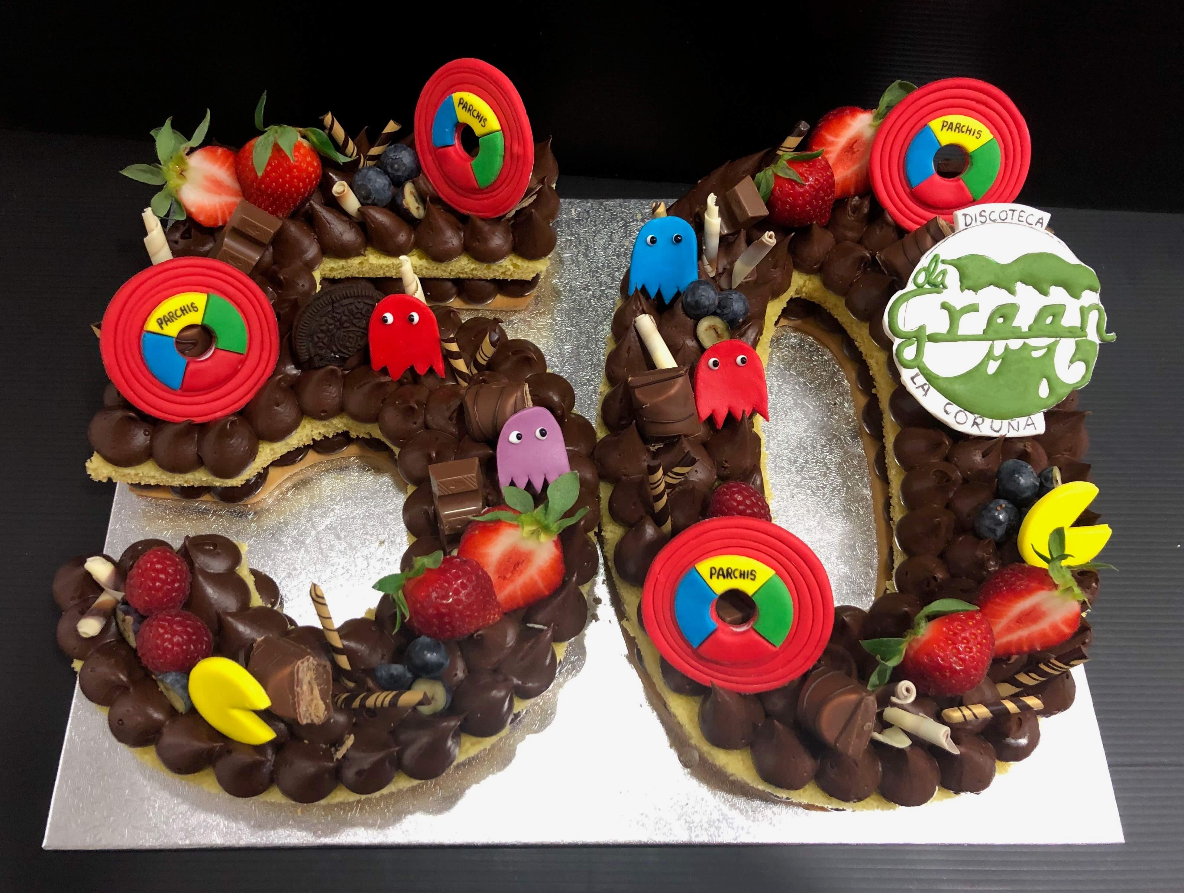letter cake tarta Numeros o letras cumpleaños coruña personalizada  letras y flores preciosa y rica