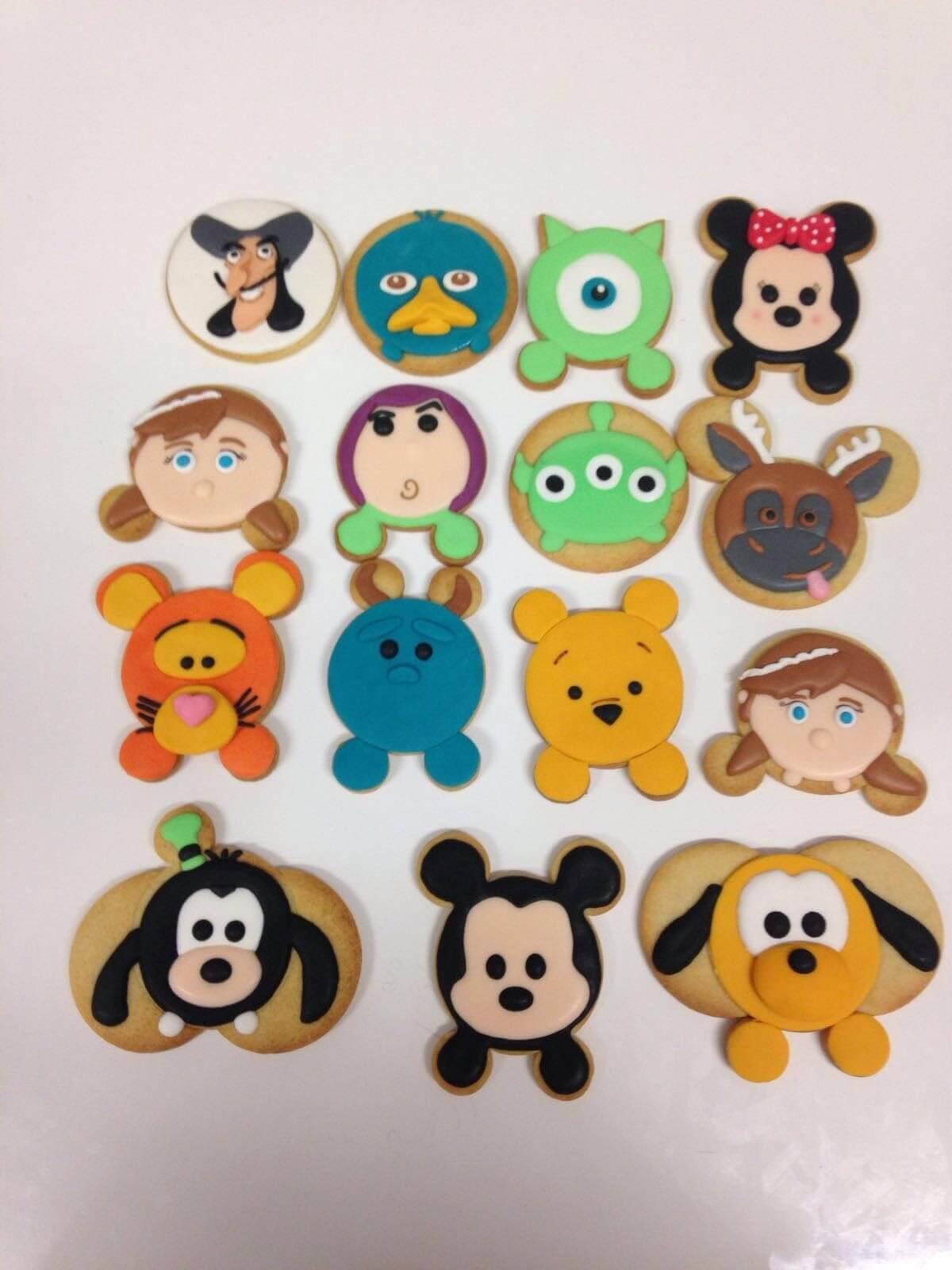 Galletas decoradas Disney Minnie Mickey  goofy pluto tiger Winnie the Poh Coruña