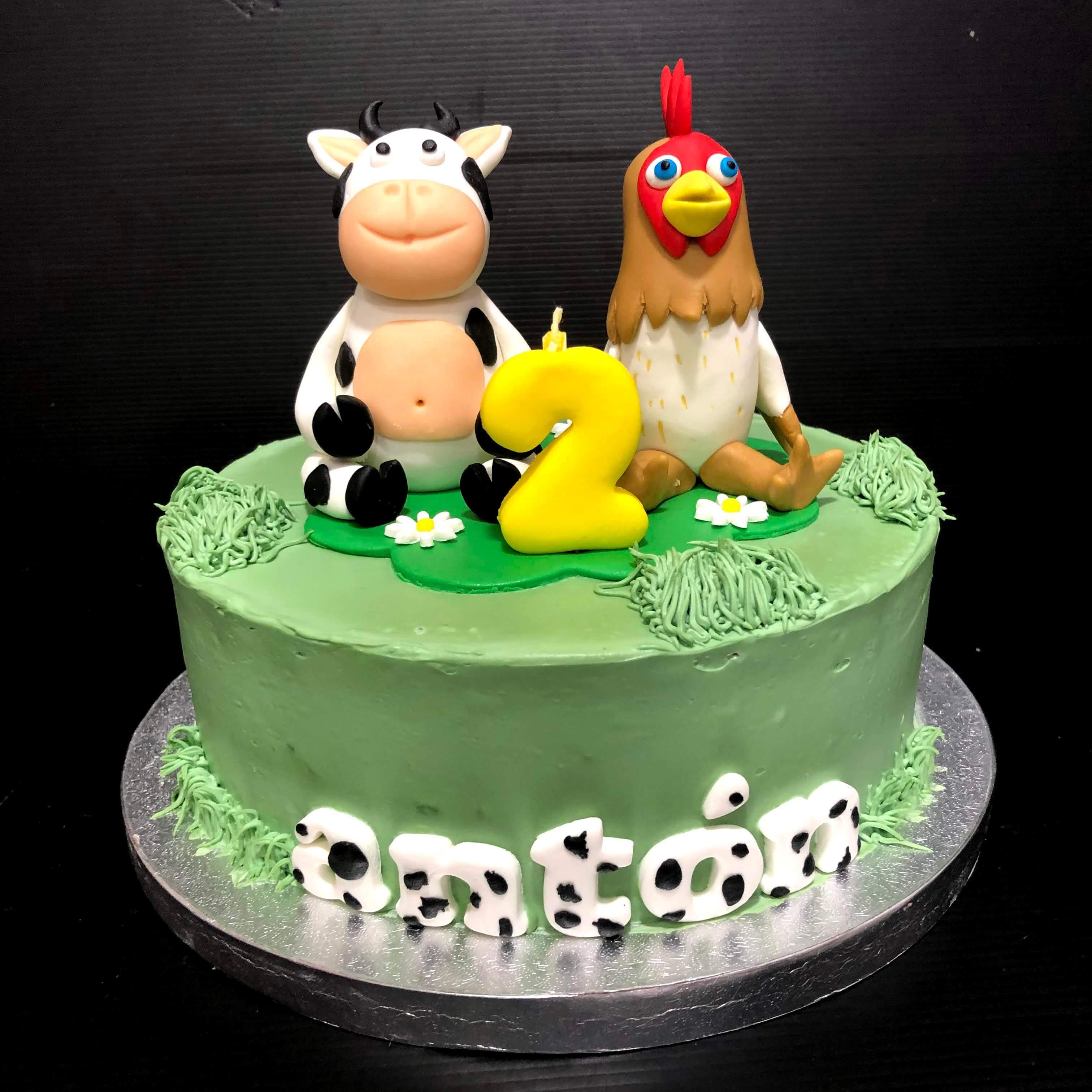 Tarta granja vaca y gallina