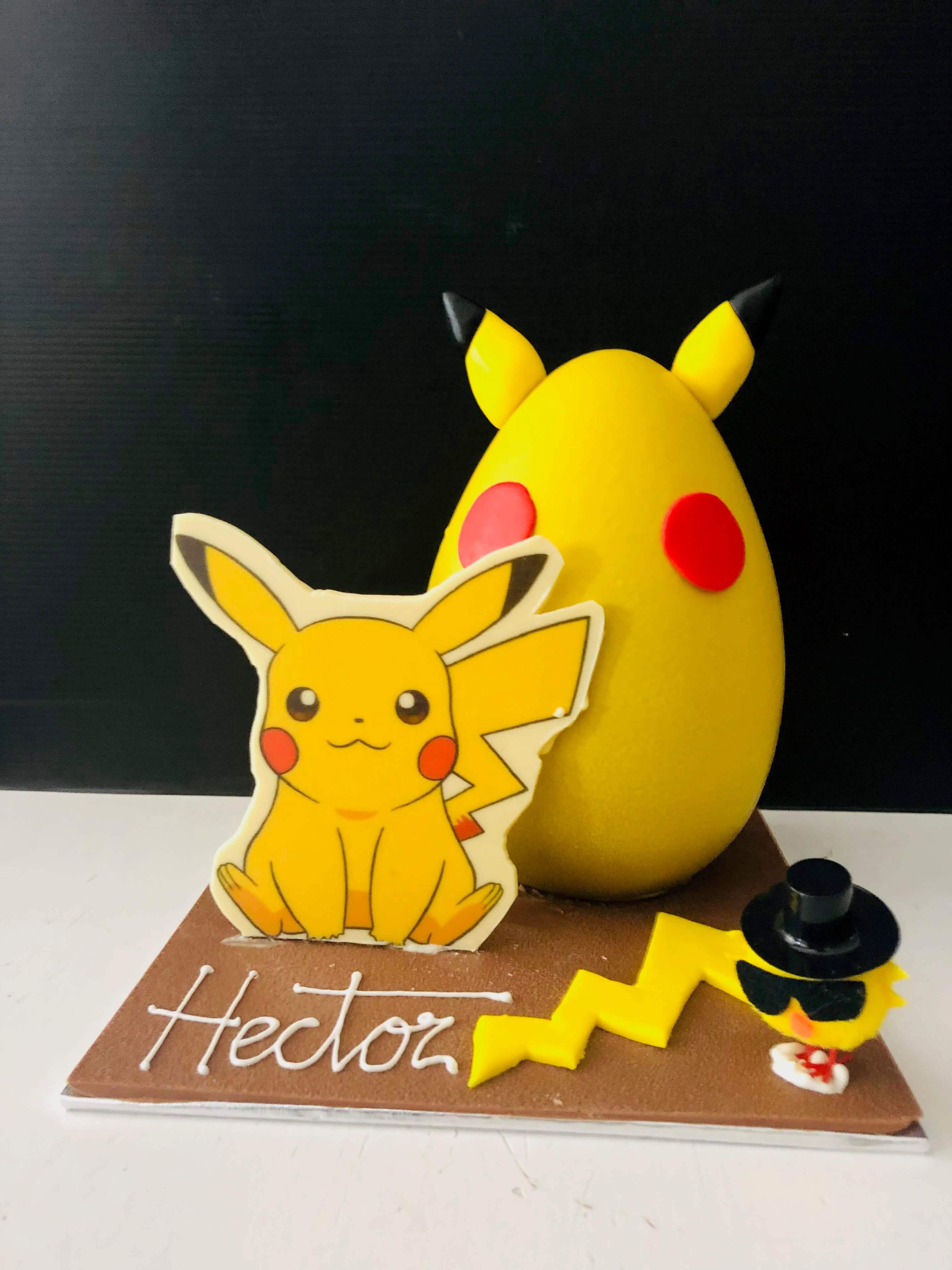 figura de pascua y huevos de pascua chocolate coruña Pikachu pokemon