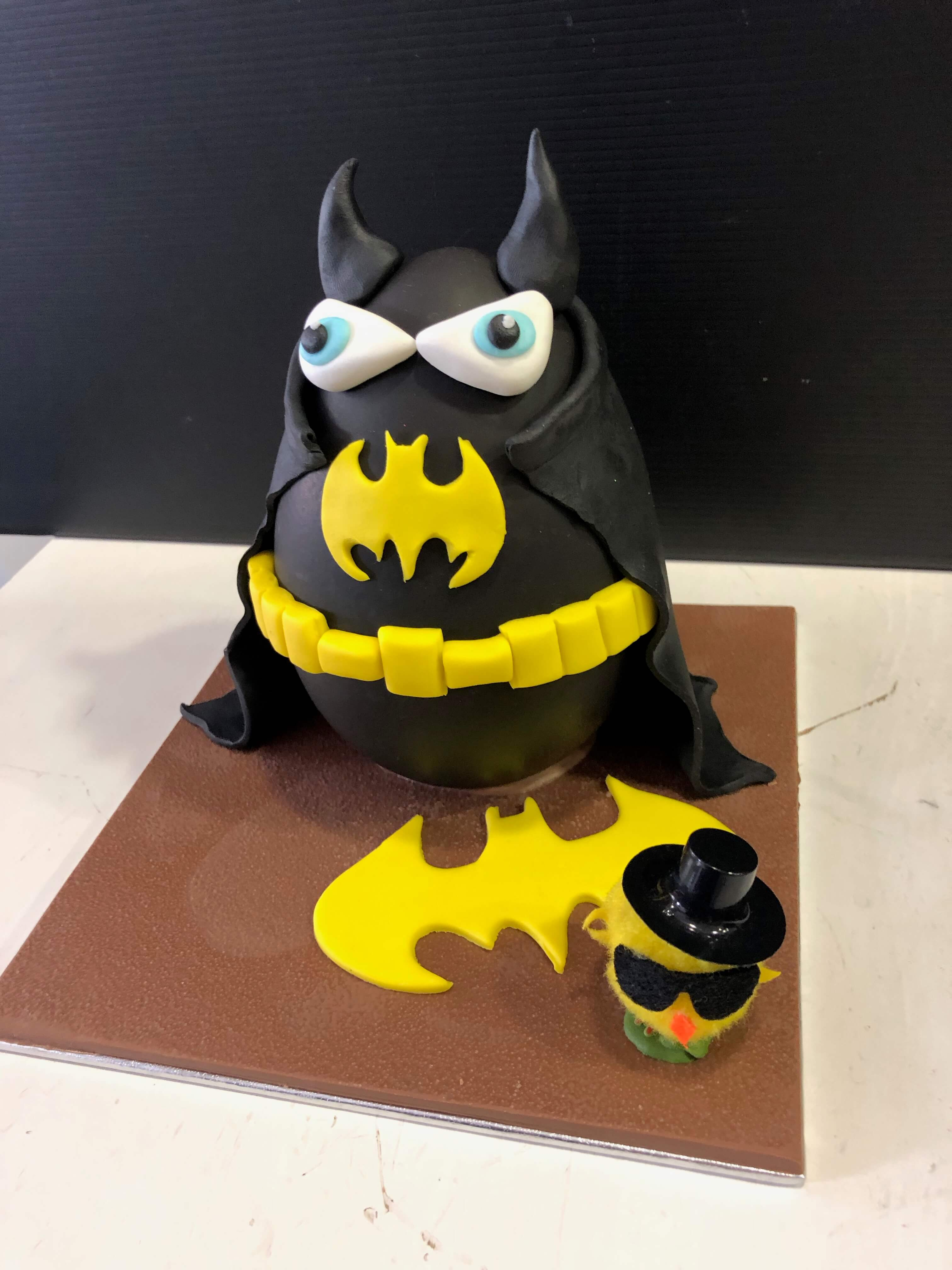 huevo de pascua figura de pascua chocolate Batman coruña