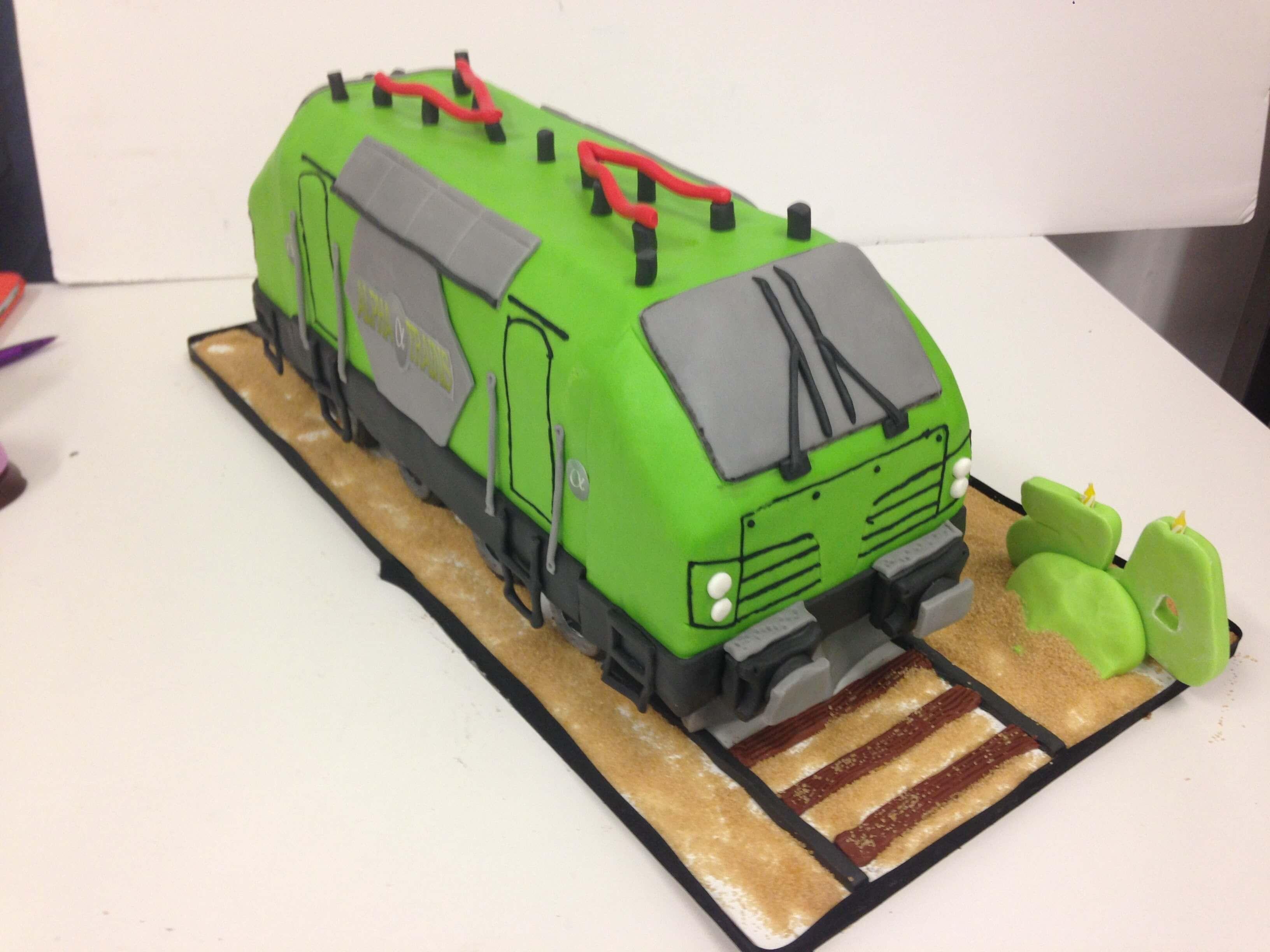 Tarta fondant personalizada tren coruña original