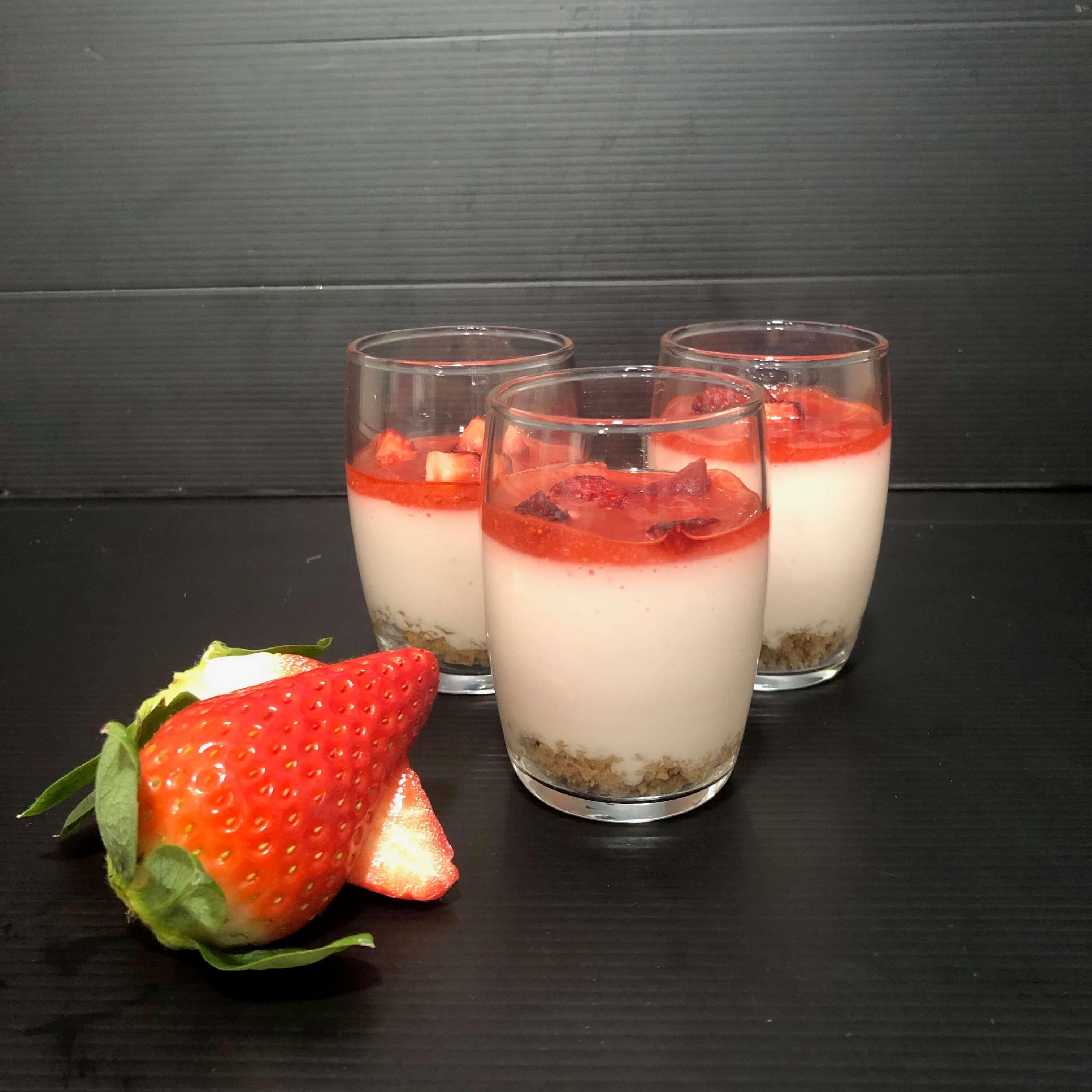Vasitos de tarta de queso con fresas coruña