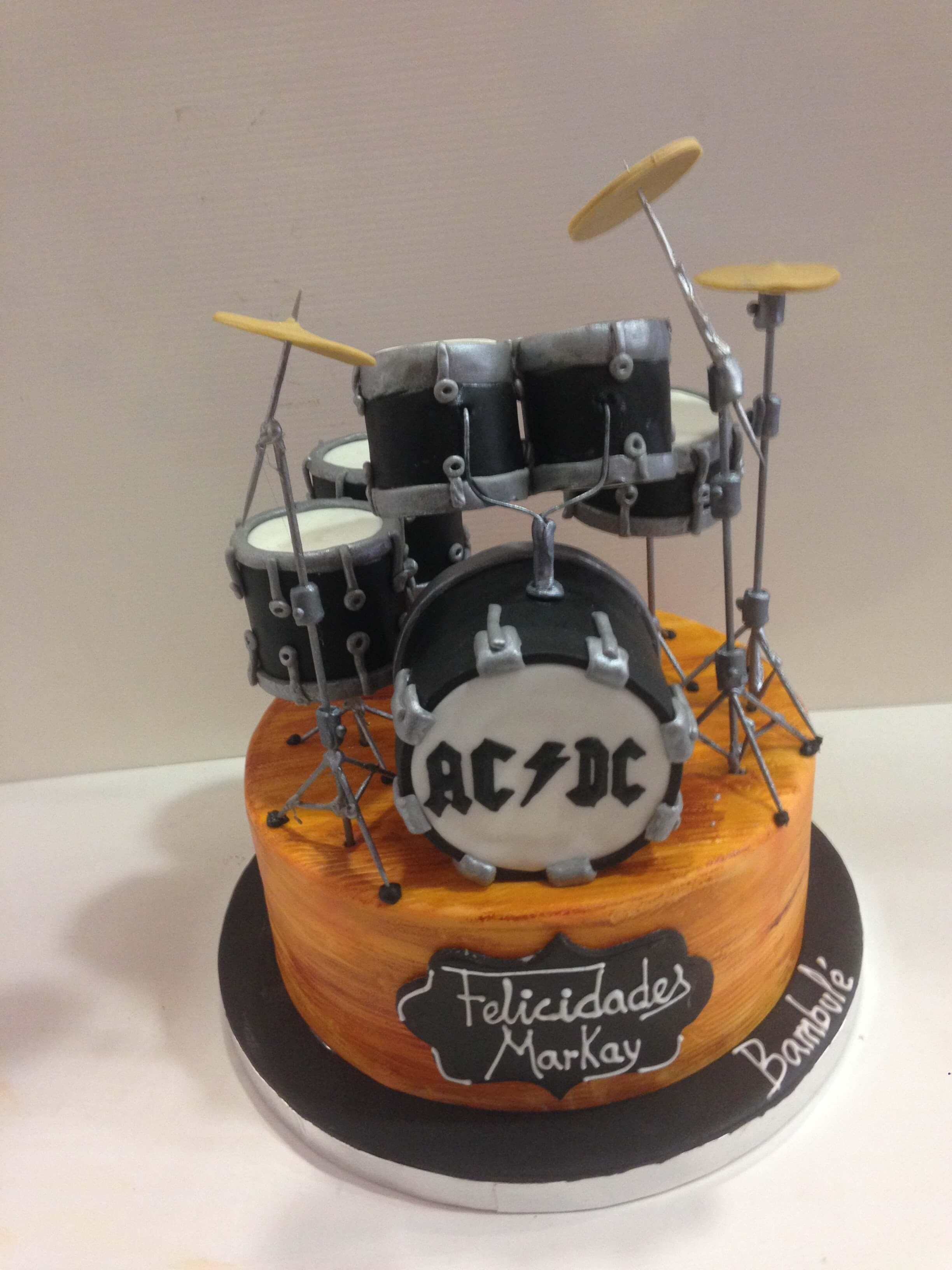 Tarta fondant personalizada cumpleaños musical batería acdc coruña