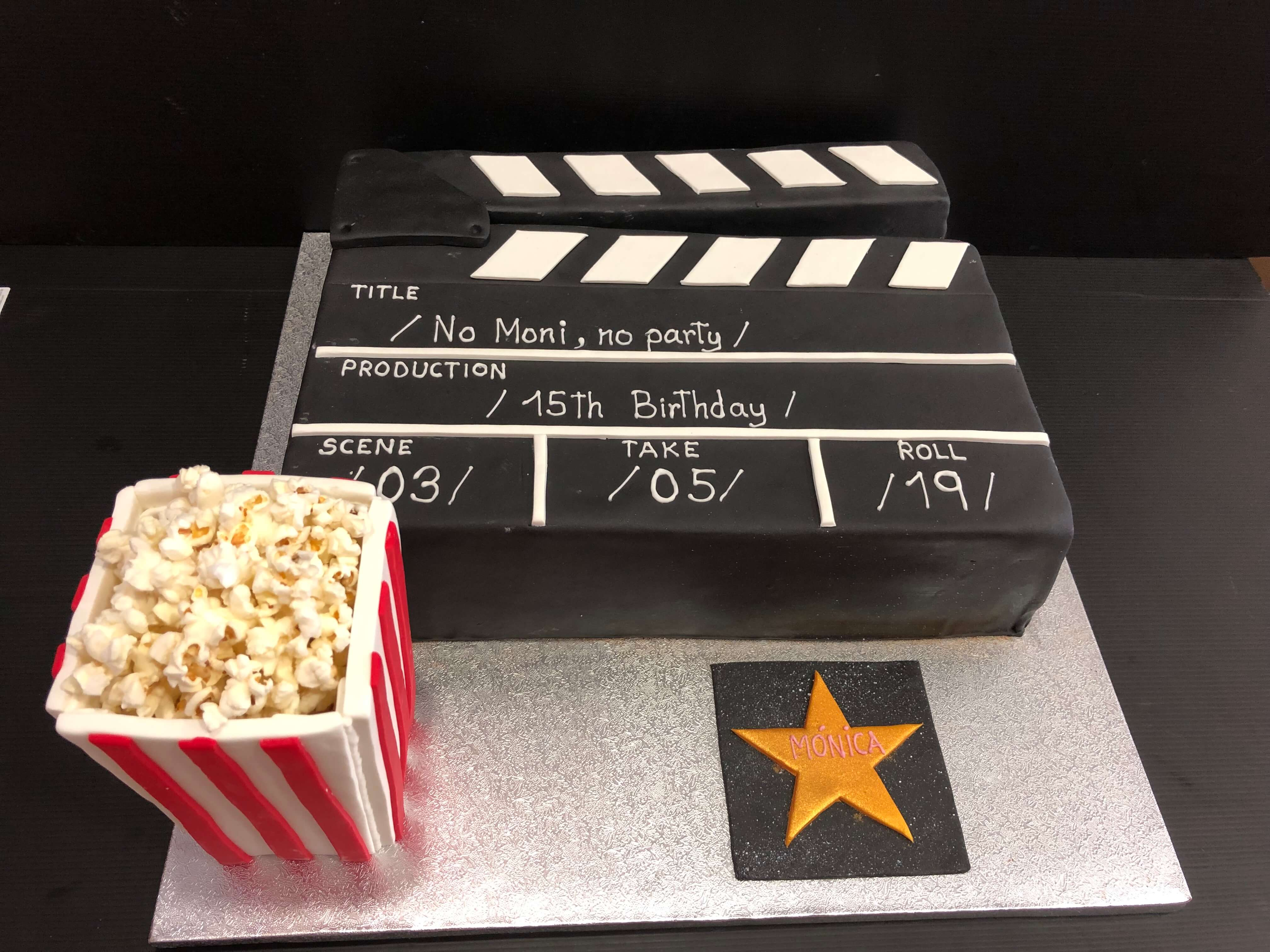 tarta fondant cumpleaños  claqueta cine con palomitas coruña