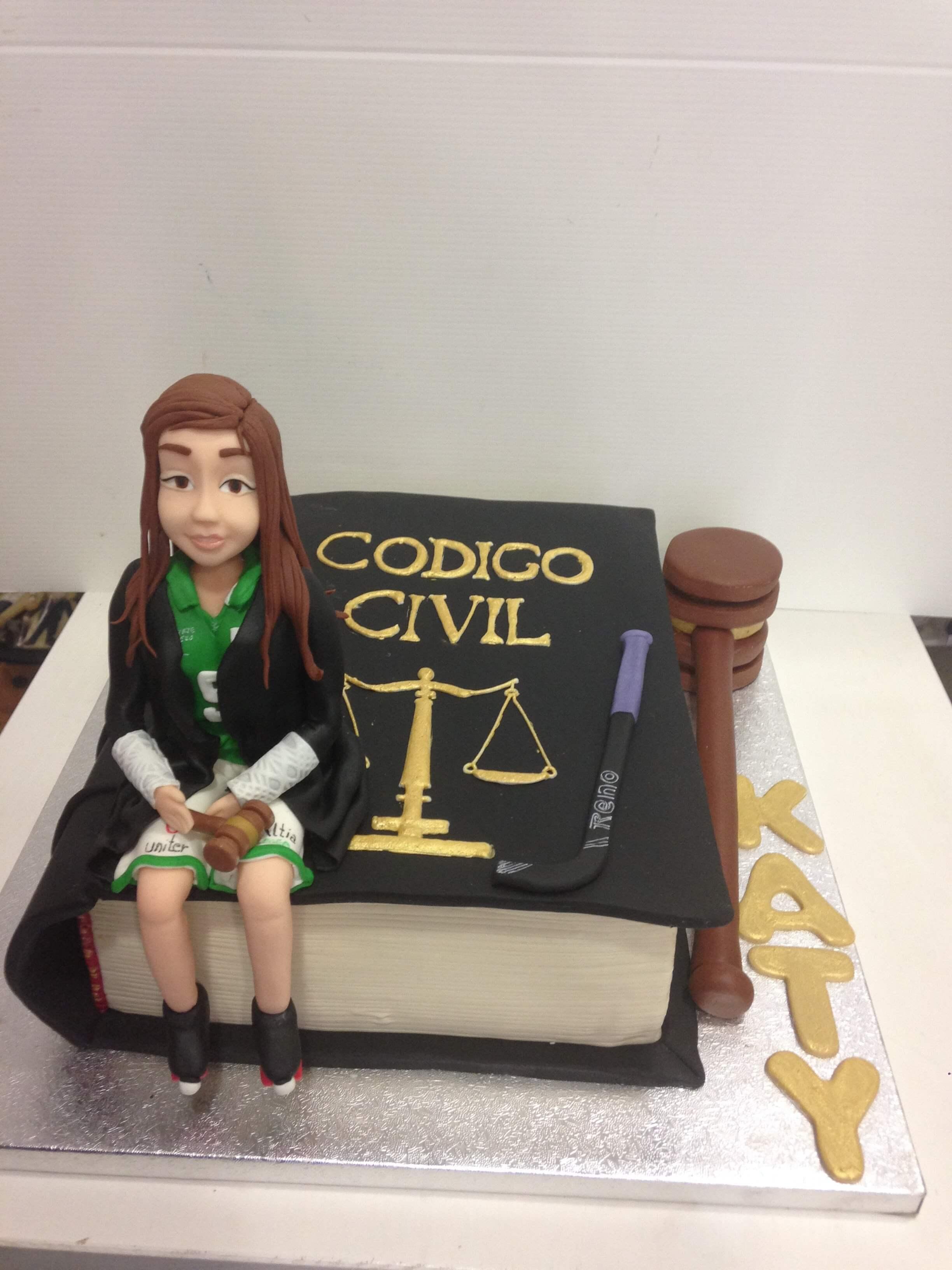 Tarta personalizada cumpleaños fondant código civil libro chica hockey coruña