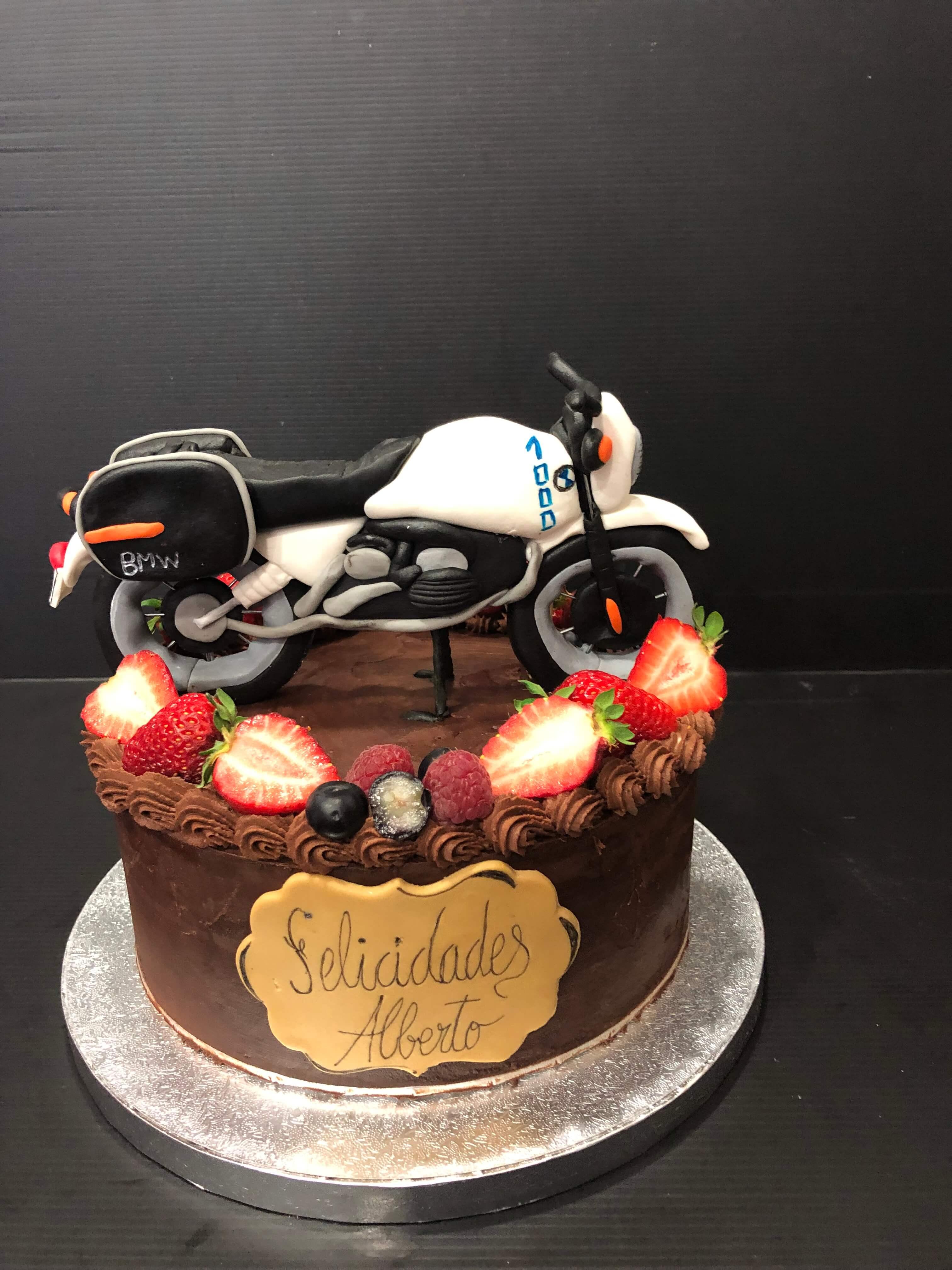 Tarta cumpleaños fondant moto coruña