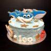Tarta cumpleaños decorada con galletas baby Shark coruña personalizada pastelería